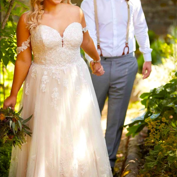 Essense of Australia D2537 Wedding dress